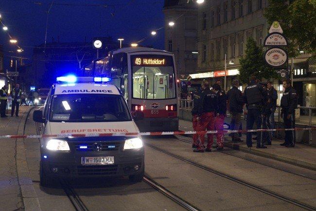 Nach dem Schützen wird nach der Schießerei in der Wiener Bim weiterhin gefahndet.