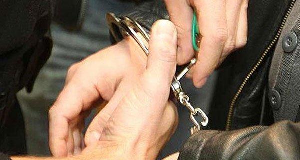 Die beiden Räuber wurden von der Polizei festgenommen.