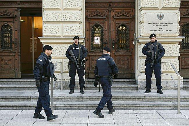 Polizeiaufgebot beim Prozess in Graz