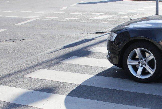 Pensionistin in LIesing von Auto erfasst