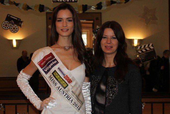 Miss Austria 2015, Annika Grill, mit Opernball-Kleid-Designerin, Sabine Karner.
