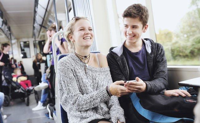 In der Badner Bahn wird ab März WLAN als neuer Service getestet.