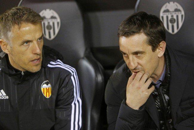 Die Brüder Phil (l.) und Gary Neville hoffen auf eine Trendwende in Valencia.