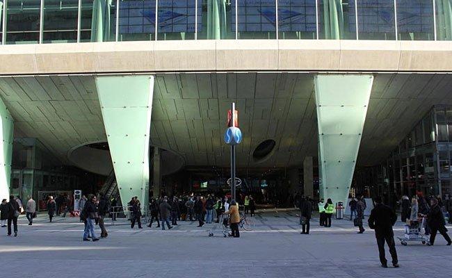 """Im Einkaufszentrum """"The Mall"""" in Wien-Mitte rief ein Betrunkener rechte Parolen"""