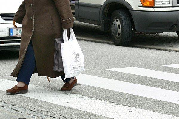 76-Jährige von Radler auf Wiener Schutzweg angefahren