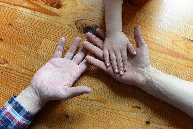 Mehrere Paare besuchen Vorbereitungskurse zur Adoption werden in Wien von Homosexuellen besucht