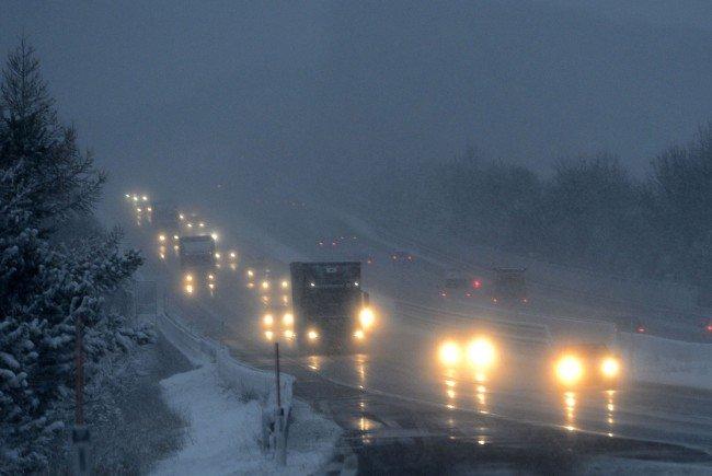 Die Asfinag gibt Tipps zum richtigen Autofahren bei Schnee.