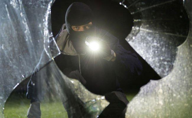 Der Einbrecher war laut Polizei schwer alkoholisiert.