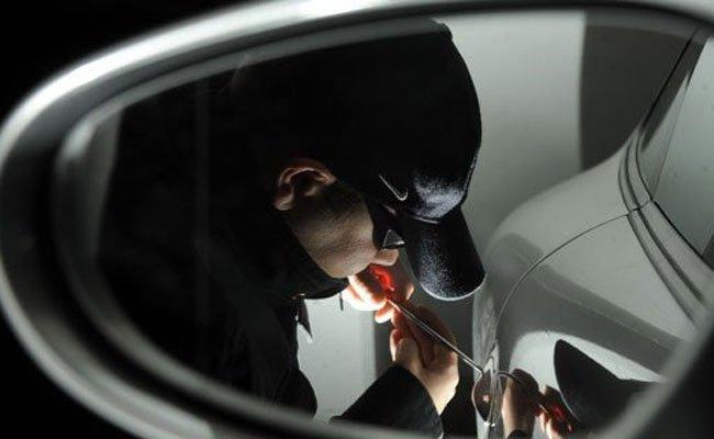 Zeugen verfolgten den flüchtenden Pkw-Einbrecher.