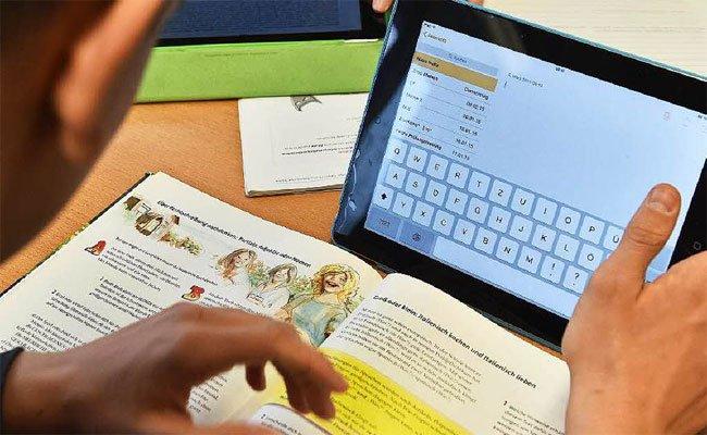 Tablets als Begleiter im Unterricht - in Wien startet ein Probelauf.