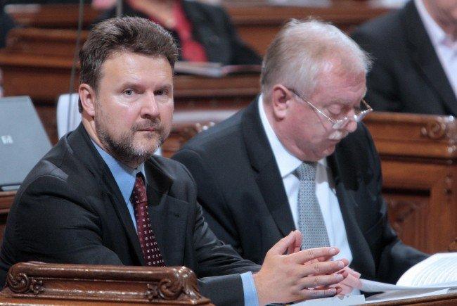 Wohnbaustadtrat Ludwig verteidigte die Bauorndungsnovelle im Landtag.