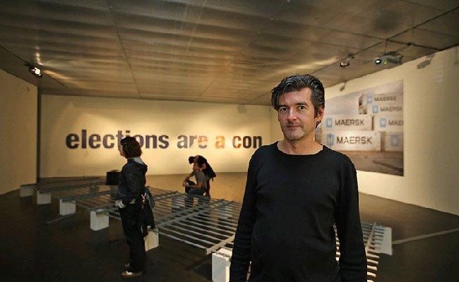 """Der Künstler Oliver Ressler erhält den ersten """"Prix Thun für Kunst und Ethik""""."""