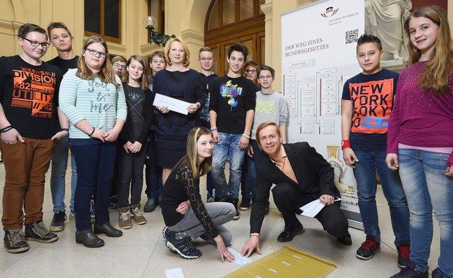 Das Parlament tourt durch Österreichs Schulen.