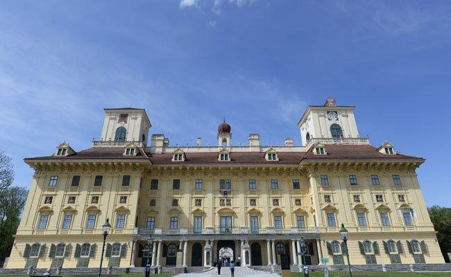 Pianist Rudolf Buchbinder eröffnet die Konzertreihe im Schloss Esterhazy.