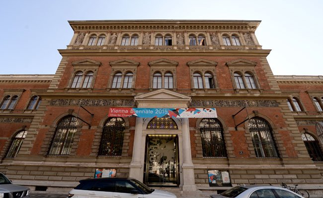 Viele der Exponate stammen aus dem Museum für Angewandte Kunst in Wien.