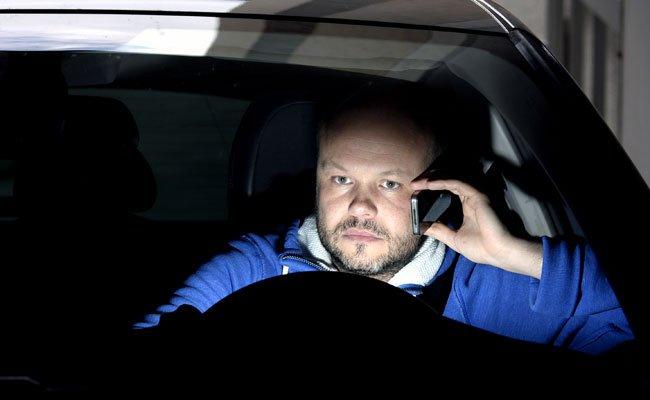 In Zukunft soll beim Autofahren nicht nur das Telefonieren ohne Freisprecheinrichtung verboten sein.