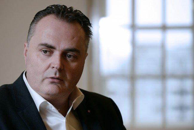 """Österreichs Verteidigungsminister will """"säumige Netto-Empfänger"""" in die Pflicht nehmen."""