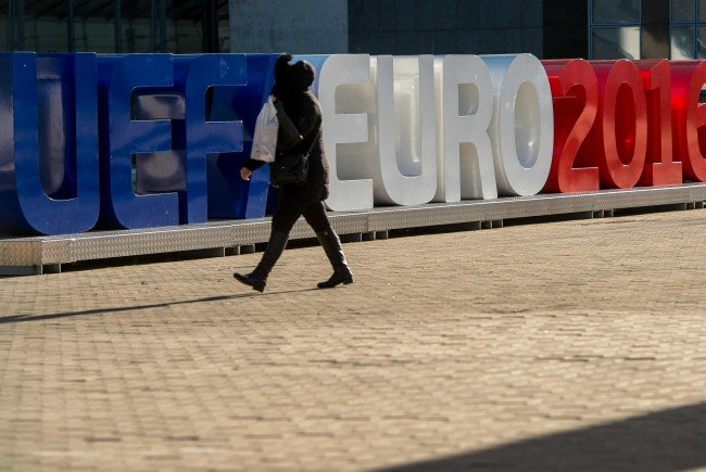 10.000 private Sicherheitskräfte werden für die EURO 2016 eingesetzt.