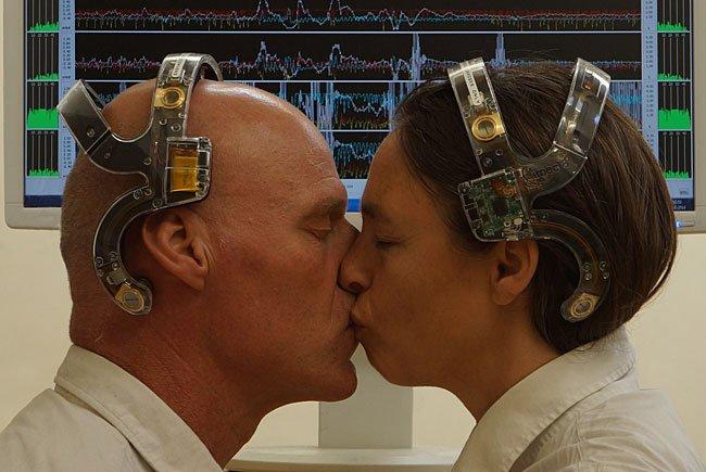 E.E.G. KISS - Performance bei der Schau in der Angewandten