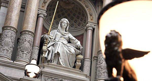 Prostituierte erpresste Priesterseminaristen - Prozess in Eisenstadt