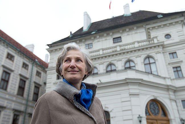 Die unabhängige Präsidentschaftskandidatin Irmgard Griss vor der Hofburg