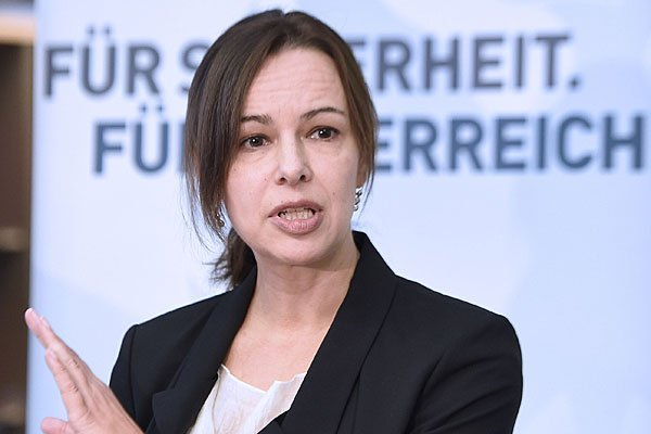 Die Familienministerin rechnet mit einer Reaktion auf den Brüssel-Terror.
