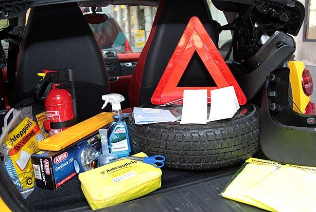 Der ÖAMTC informiert über Mitführpflichten im Auto in europäischen Ländern