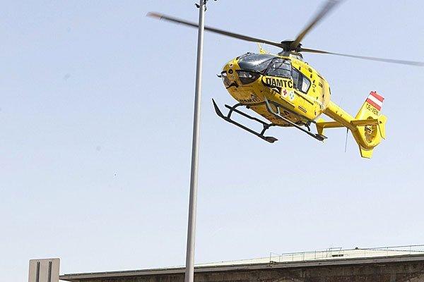 Bei dem Unfall wurde mindestens eine Person verletzt.