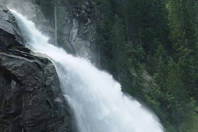 Der 13-jährige Wiener stürzte einen Wasserfall hinunter.