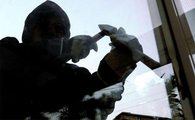 Einbrecher räumten Herrenmodengeschäft in Baden leer