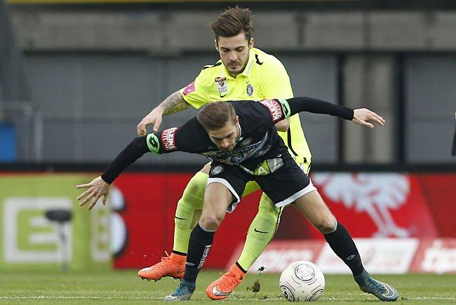 Andreas Gruber (Sturm /vorne) und Christoph Martschinko (Austria) beim Bundesliga-Spiel