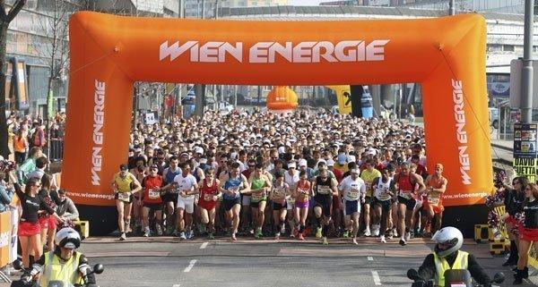 Beim Wien Energie Halbmarathon gehen in Wien wieder zahlreiche Laufbegeisterte an den Start