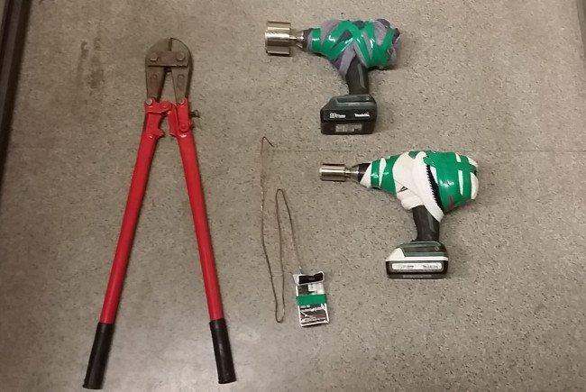 Diese Werkzeuge hatten die Männer auf der Kärntner Straße bei sich.