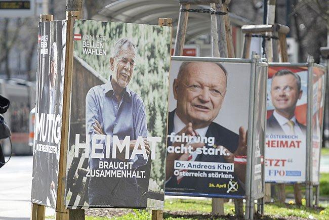 Die Präsidentschaftskandidaten (v.l.n.r.) Alexander Van der Bellen (Grüne), Andreas Khol (ÖVP) und Norbert Hofer (FPÖ) auf Plakaten