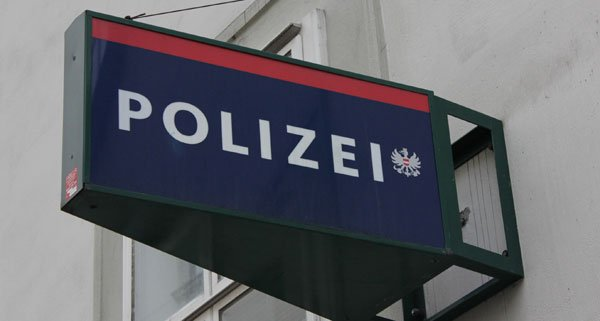 Die Polizei erbittet sachdienliche Hinweise zu dem Raub in Penzing - eine Belohnung winkt