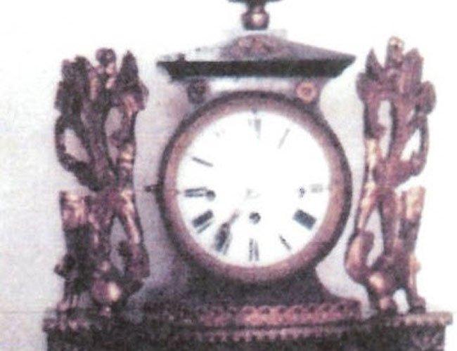 Diese wertvolle Uhr wurde aus dem Haus gestohlen.