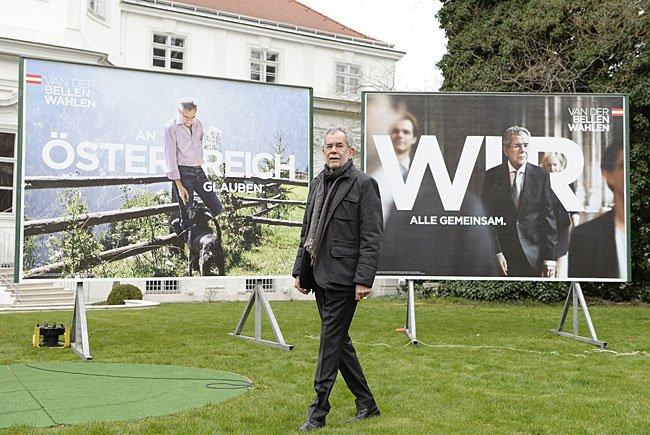 Der von den Grünen unterstützte Präsidentschaftskandidat Alexander Van der Bellen bei der Plakat-Präsentation