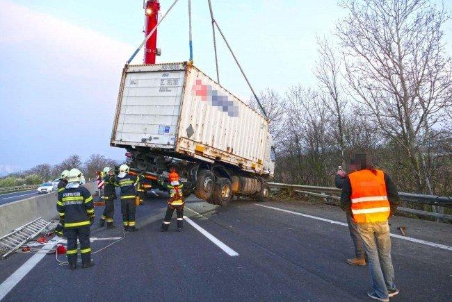 Nach einem Lkw-Unfall stand die S4 still.