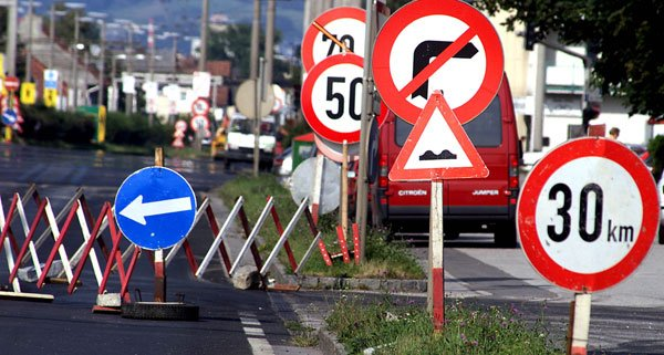 Baustellen auf der A22 sorgen für Sperren und Verzögerungen.