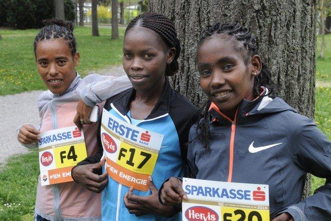 Ruti Aga (Äthiopien), Fantu Jimma (Äthiopien) und Doris Changeiywo (Kenia) vor dem Wien-Marathon.