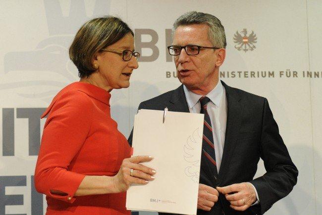 Österreichs Innenministerin Johanna Mikl-Leitner mit ihrem deutschen Amtskollegen Thomas de Maizière.