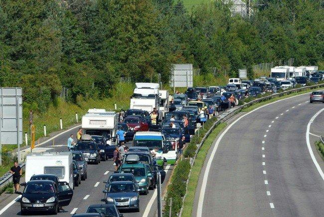 Stauursache war ein Unfall im Bezirk Baden.