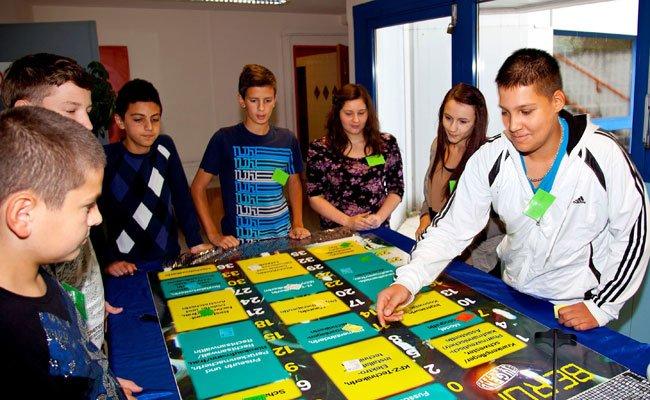 Die Angebote für Jugendliche setzen sich spielerisch mit dem Einstieg ins Berufsleben auseinander.