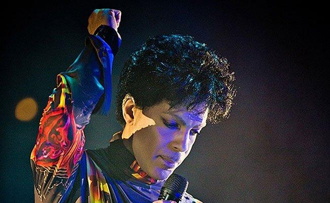 """Nach dem Tod von Popstar Prince wird """"Purple Rain"""" in den Kinos gespielt."""