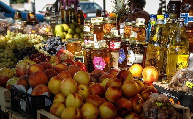 Regionale Delikatessen auf Wiens Bauernmärkten finden.