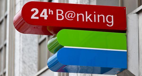 Sozialminister Alois Stöger stellt sich gegen die geplanten Bankomatgebühren