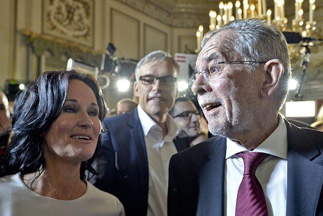 Grünen-Chefin Eva Glawischnig und Präsidentschaftskandidat Alexander Van der Bellen bei der Wahlfeier