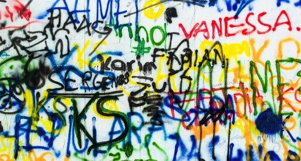 Eine Sprayerin wurde in Wien-Neubau angezeigt.