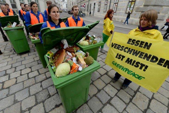 """Kundgebung von Greenpeace mit dem Titel """"Lebensmittel-Marsch""""."""
