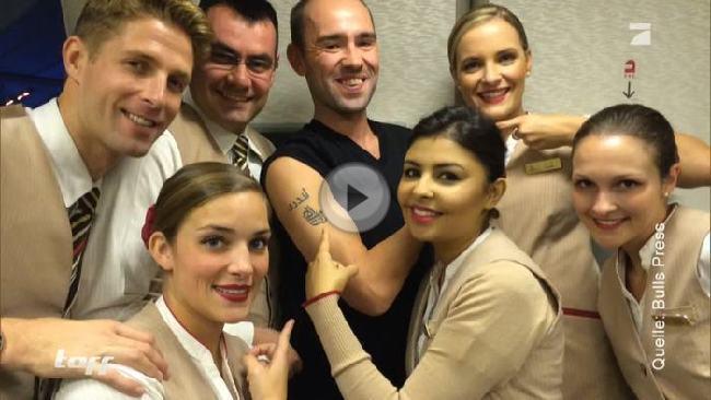 Andy McGinley und eine Crew der Emirates.